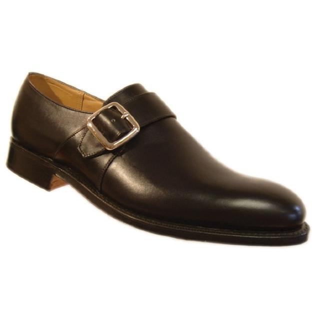30b366ccf134 Az oxford cipő jellemzője, hogy a fűzőszárakat az orr rész alá varrják.
